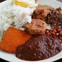 Photo taken at Fong Seng Fast Food Nasi Lemak by Packir M. on 6/12/2014