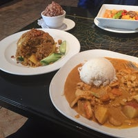 Photo taken at L'Thai Organic Cuisine & Wine Bar by Phyllis I. on 2/12/2016