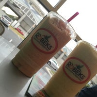 Photo taken at Robeks Fresh Juices & Smoothies by Ghada A. on 8/24/2015