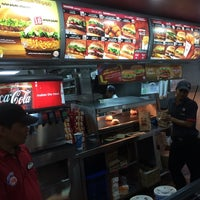 Photo taken at Burger King by Jed 젣. on 4/25/2014