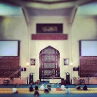 Photo taken at Masjid Saidina Abu Bakar As-Siddiq (مسجد سيدنا ابو بكر الصديق) by Yon B. on 2/22/2013