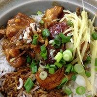 Photo taken at Restoran Veng Soon Claypot Chicken Rice (永顺瓦煲鸡饭餐室) by Michael Yee on 4/27/2013