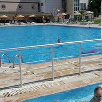 Photo taken at Entur Termal Otel Acik Havuz by Zeynep E. on 8/30/2016