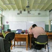Photo taken at SMA Negeri 2 Kediri by Nahda Rosa R. on 12/20/2013