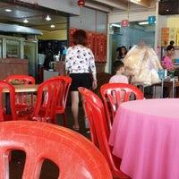 Photo taken at Jeti Kuala Selangor Seafood Restaurant by 🆕 ɹoʇɔıΛ . on 6/22/2016