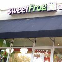 Photo taken at Sweet Frog by Diógenes D. on 8/13/2014