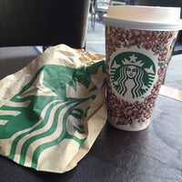 Das Foto wurde bei Starbucks von albandri a. am 4/8/2016 aufgenommen