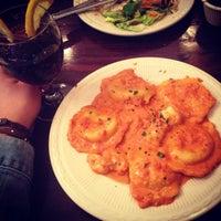 Photo taken at Vinnies's Pizzeria & Restaurant by Bárbara R. on 3/30/2014