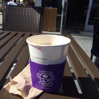 Photo taken at The Coffee Bean & Tea Leaf by kay✨ on 6/17/2014
