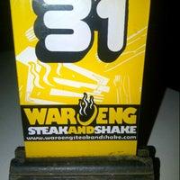 Photo taken at Waroeng Steak & Shake by Galieh D. on 4/28/2013