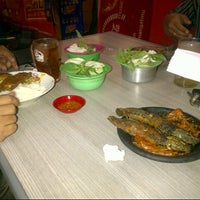 Photo taken at Ayam & Bebek Goreng Palupi by novi h. on 9/6/2012