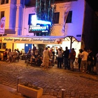 Photo taken at Meşhur Girit Sakız Dondurmacısı Nazmi Usta by Levent K. on 8/28/2011