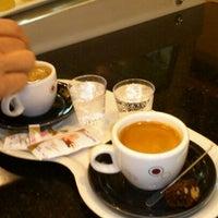 Photo taken at Café do Ponto by Kleber M. on 5/8/2012