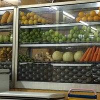 Photo taken at Amat Burger & Jus Buah Gelas Besar by Syuhada S. on 9/10/2012