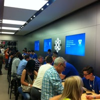 Photo taken at Apple La Maquinista by Cristobal A. on 5/30/2012