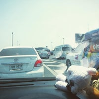 Photo taken at ทางพิเศษศรีรัช ส่วน C (Si Rat Expressway Sector C) by Ju J. on 3/11/2016