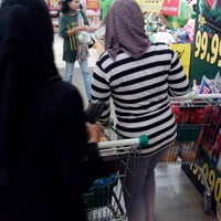 Photo taken at Giant Hypermarket by Abie S. on 8/5/2013