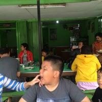 Photo taken at Pecel & Rawon Glintung Bu Yatirah by Boegi G. on 2/7/2016