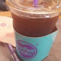 Photo taken at COFFINE GURUNARU by Kyung Hyun Y. on 4/13/2014