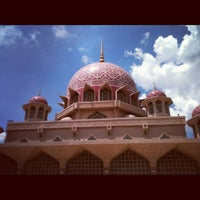 Photo taken at Masjid Putra by mrpolie™ on 11/2/2012