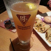Photo taken at BJ's Restaurant and Brewhouse by ImportHater♎🔭🎱🎺🍻🐾🌅🏁 ♻. on 7/4/2013