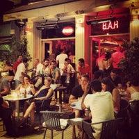 Photo taken at Άρωμα Πλατείας by Yiannis V. on 8/6/2013
