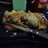 Photo taken at Waroeng Steak & Shake by Inots K. on 4/30/2014