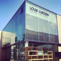 Photo taken at Louis Vuitton Manhasset by Reiva W. on 7/20/2014