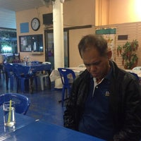Photo taken at ร้านอาหารปลาใหญ่ ไผ่เขียว ลาดกระบัง by ดำรงค์ น. on 3/19/2015