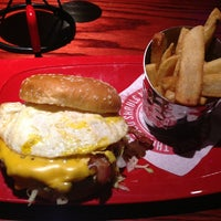 Photo taken at Red Robin Gourmet Burgers by Michael P. on 8/25/2013