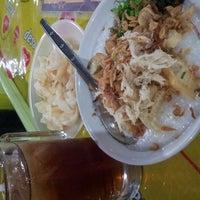 Photo taken at Bubur Ayam Jakarta Manyar by Dewi A. on 11/16/2014