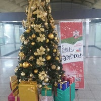 Photo taken at Songjeong Stn. by Heon Mo K. on 12/24/2014