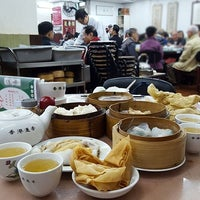 Photo taken at Lin Heung Tea House by Qing Xiang S. on 11/30/2016