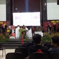 Photo taken at Gereja Allah Baik Pusat by Mandandaru E. on 12/15/2013