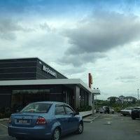 Photo taken at McDonald's by Kelvin W. on 2/11/2013