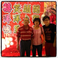 Photo taken at Hei Yeong Seng Chinese Restaurant (喜洋城) by Tan Y. on 4/6/2014