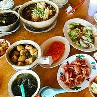 Photo taken at Kiang Kee Bak Kut Teh 强记肉骨茶 by Fiona Y. on 10/9/2016