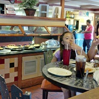 Photo taken at Pizza Hut by Tom H. on 8/14/2014