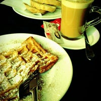Photo taken at Cafetaria Green Tea by Tiago R. on 3/21/2012