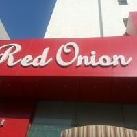 Photo taken at Red Onion by Echeverría C. on 12/7/2013