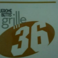 Photo taken at Jerome Bettis' Grille 36 by Louis V. on 9/16/2012