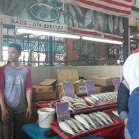 Photo taken at Sunday Market (Pasar Minggu Satok) by Carmynn d. on 5/9/2016