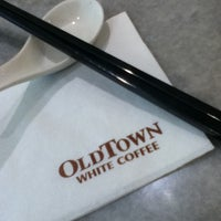 Photo taken at OldTown White Coffee by Lit Y. on 12/13/2012