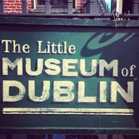 Photo taken at The Little Museum of Dublin by Hans v. on 4/12/2013