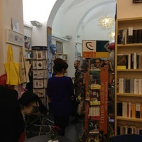 Foto scattata a Libreria Assaggi da Fabio L. il 12/21/2012
