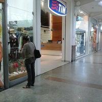 Foto tirada no(a) Loja TIM por Ly S. em 11/7/2013