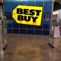 Photo taken at Best Buy by pAx on 7/6/2016