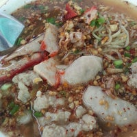 Photo taken at ปฐมโภชนา ข้าวหมูแดง by Bob S. on 9/14/2014