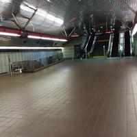 Photo taken at MTA Subway - Roosevelt Island (F) by Tom Z. on 11/15/2014