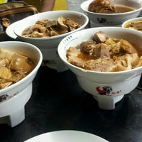 Photo taken at 宝香绑线肉骨茶 (Pao Xiang Bak Kut Teh) by Stanely G. on 5/30/2013